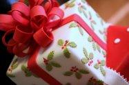 opakowanie świątecznego prezentu
