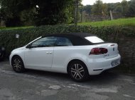 biały samochód