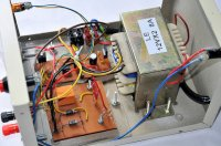 wnętrze akumulatora samochodowego